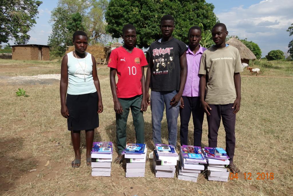 06_školní pomůcky_Uganda 2018 376